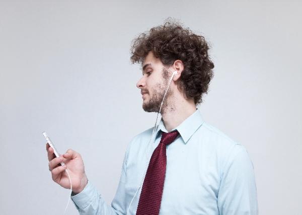 スマホは危険!死亡事故にまで発展している携帯電話の在り方