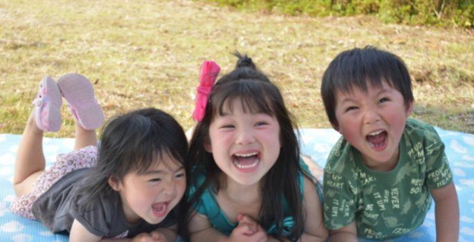 子どもが笑わない原因は!?笑顔の大切さを教えるために必要な事