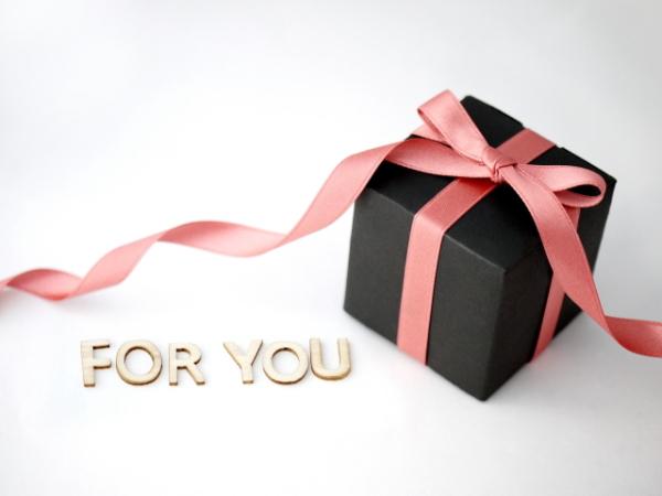 ママ友に【出産祝いにもらって嬉しいプレゼント】100人に聞きました!