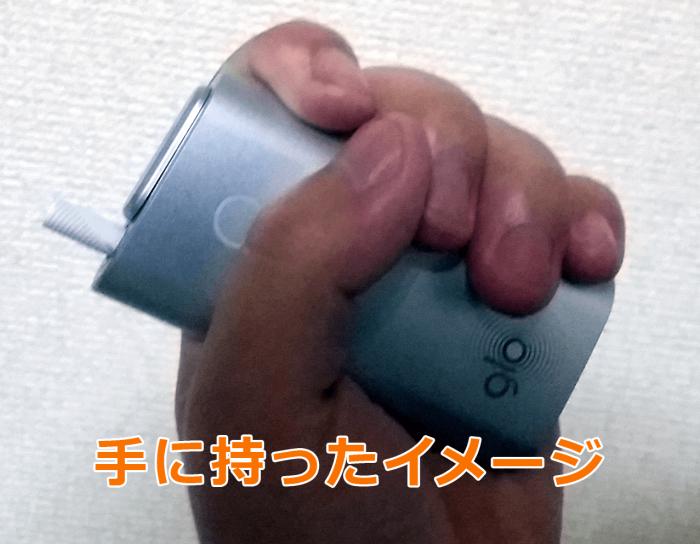 glo(グロー)を手に持ったイメージ